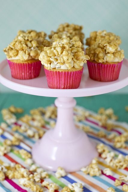 caramel corn cupcakes  {Annie's Eats}...these look SO FUN!  Perfect for parties--circus, carnival, Halloween, movie night, birthdays.  Definitely make Annie's homemade caramel corn--it's awesome!  *Leftover caramel corn?  Try her caramel corn-chocolate chip cookie recipe!