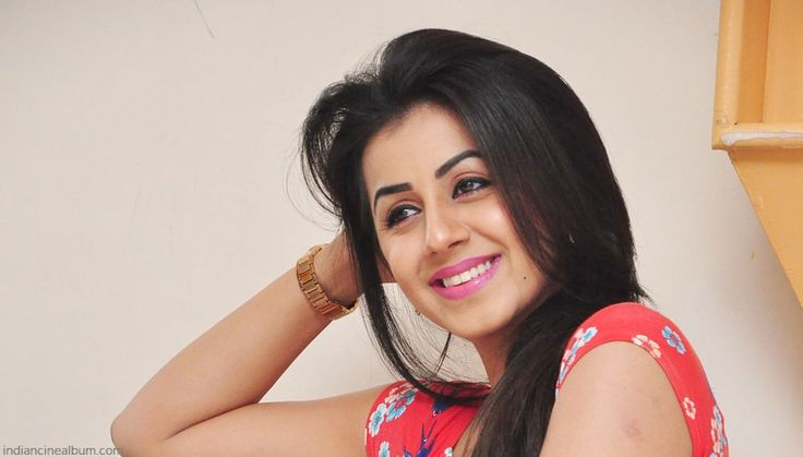 Nikki Galrani Latest Sizzling Photos And Pictures Stills Gallery - ICA