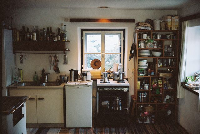 Too few cabinets in your kitchen? Not a problem if you have an awesomely eccentric shelf! #shelving #open #kitchen #folksy: Kitchens Decor, Interiors Kitchens, Cabin Life, Interiors Design, Dreams House, Kitchens Ideas, Michael Dietrich, Kitchens Dreams, Dreams Life
