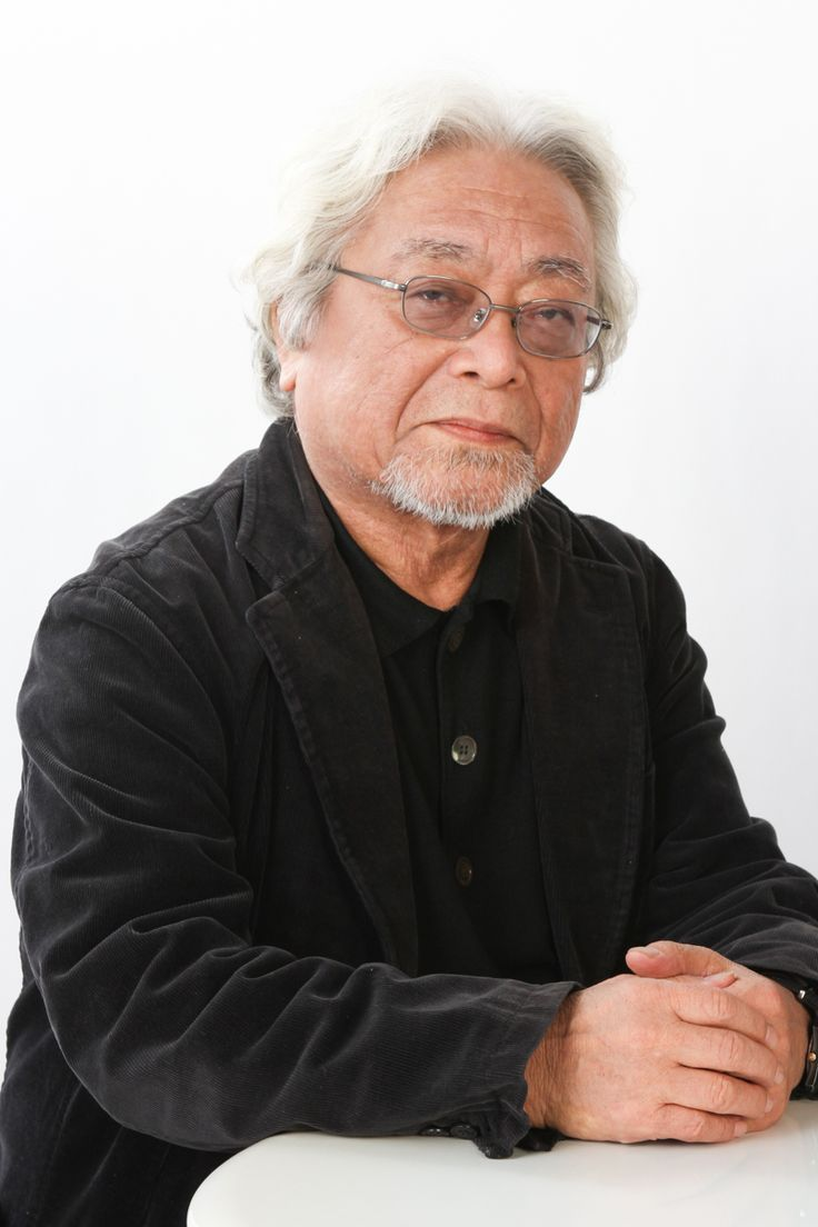 原荘介(Sosuke Hara)1940年、秋田県生まれ。1963年、小樽商科大学を卒業し東海汽船勤務の後、1967年ギタリストとして独立。クラシックギターを溝淵浩五郎、大西慶邦の両氏に師事し、弾き語りを下沢五郎氏に師事。以後、「クラシック・弾き語り」を指導するかたわら国内はもとよりベルギー・ブリュッセルを中心に、盲目のジャズピアニスト、ニコ&シモンの兄弟と出会い、ソニシ・バンクーバートリオを結成、1994年から全国で35公演を実施。この30年の間に、主にオリジナル曲を歌ったアルバムや、ギターソロアルバム「コンドルは飛んでいく」「百万本のバラ」(日本コロンビア)を発表。2004年には、「第46回輝く!日本レコード大賞」で「子守唄 ふるさとへの旅」 (キングレコード)が企画賞を受賞。また、みずからのギター弾き語りを中心とした138曲を収録したCD、「日本の子守唄」(全8巻)の監修を務める。さらに、ギター教則本・曲集やエッセイなど36冊を出版。ライフワークとして、海外日本人学校めぐりと33年にわたって研究している地球上の子守唄の調査収集・発表にも精力的に取り組んでいる。
