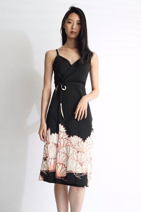 1点もの|黒留袖 着物リメイク ブラックラップワンピース カシュクールドレス 膝下丈 ふんわりスカート Aラインスカート|ワンピース・チュニック|Vivat Veritas|ハンドメイド通販・販売のCreema