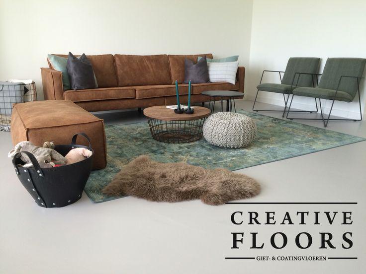 Woonkamer met eigentijds design en onze strakke betonlook gietvloer
