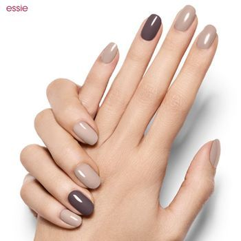 肌なじみがよく上品。スモーキーカラーのネイルで指先から秋を先取り ... 濃淡のあるグレーカラー2色を使って。薬指は濃いグレー、