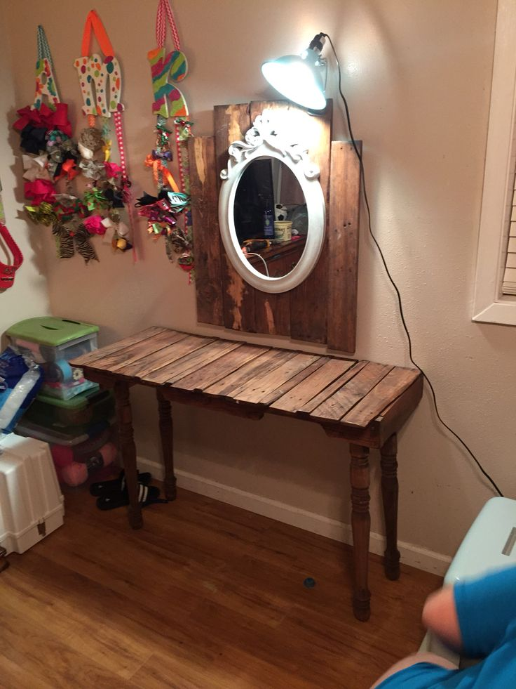 Vanity made out of pallets