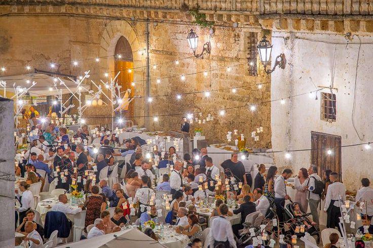 Matrimonio nel Salento Come organizzare nel Salento un matrimonio in uno scenario storico in stile festa patronale? Class Party sa come farlo http://www.sposieventi.com//class-party