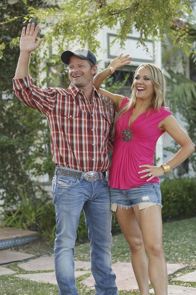 Pin for Later: TV Characters Have the Best Halloween Costumes This Year Modern Family Zahn and Andrea Anders on Modern Family.