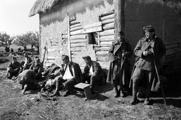 Hungarian troops of the Hungarian Second Army await medical attention following the First Battle of Voronezh, in which German and Hungarian troops took the city and surrounding area, by Tamás Konok (July 1942).
