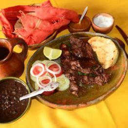 Almuerzo, carne de cordero en Chiantla, Huehuetenango. Foto por Acuarela Chapina SÓLO LO MEJOR DE GUATEMALA