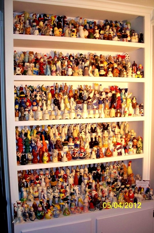 """A friend's pie bird collection. NOW THAT""""S A LOT OF PIE BIRDS!!"""