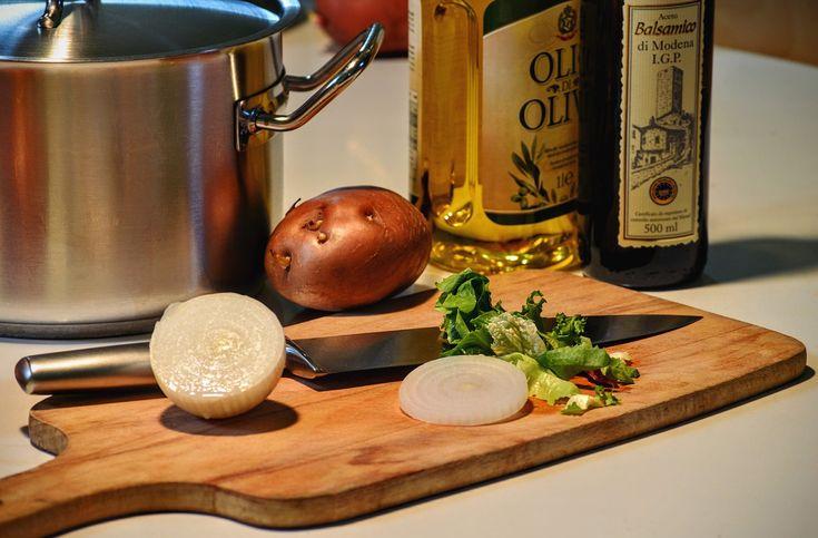 L'huile d'olive est un pilier de l'alimentation méditerranéenne. Bienfaits, conseils pratiques et utile, l'huile d'olive en cuisine c'est tout un art.