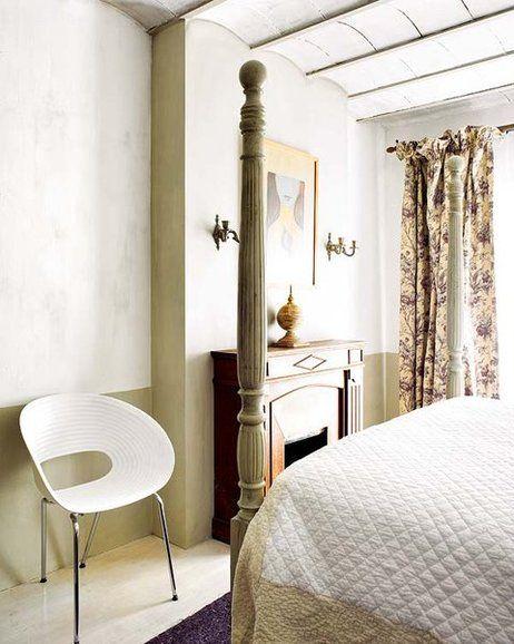 Esta casa mediterránea respira charme y solera, tras su reciente reforma. ¿El secreto? La sensibilidad al unir materiales y mobiliario en una enriquecedora convivencia fuera del tiempo.