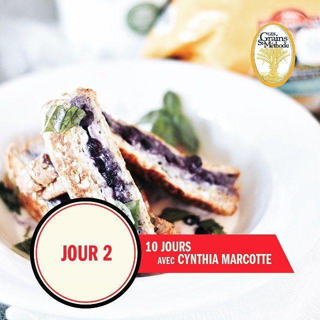 Jour 2 avec @cynthia.marcotte.dtp une nutritionniste qui nous inspire beaucoup avec ses recettes magnifiques comme celle-ci :  pain doré au fromage à la crème & bleuets sur notre  multi-cereales || Day 2 with @cynthia.marcotte.dtp a foodie nutritionist that inspires us with her awesome recipes like this one made with our multi-cereal bread : blueberries & cream cheese French toast sandwich !  #StMethode #LesGrains #Foodie #Nutrition #Sante