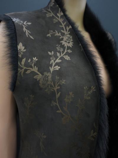 Detail luxusní kožešinové vesty z ovčiny