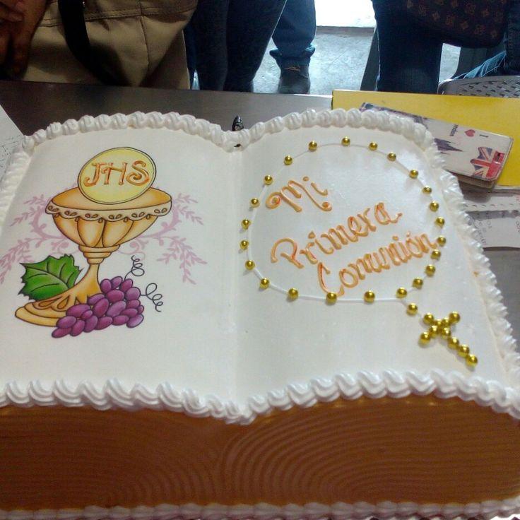 pasteles de primera comunion en forma de biblia