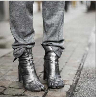 Martin Margiela tabi boots | More info: http://lulucherieblog.blogspot.ca/2011/10/maison-martin-margiela-tabi-boots.html | http://hipstermusings.blogspot.ca/2011/11/tabi-cat.html
