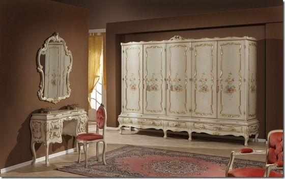 Camera da letto, in tiglio massiccio con intagli e pitture a mano, con l'oro foglia, #Zulianimobili. #arredamento #classico #ideepercasa #ideeforhome