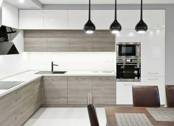 plan de travail cuisine et armoires hautes en blanc, armoires basses en bois gris