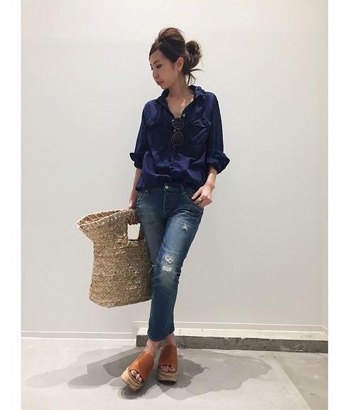 REMI RELIEF別注のシャツ。  シルク&コットン素材に程よいゆったりシルエット。シルクならではの綺麗なドレープとレミらしい風合いは、是非デイリーアイテムとして取り入れたい!  どの色にしようか迷っちゃう1着!!    ーーーーーーーーーーーーーーーーーーーーーーーーーーーーーーーーーーーーーーーーーーーーーーーーーー    商品番号:17050560005210  カラー:ネイビー、ピンク、カーキ、ボルドー  サイズ:フリー  価格:¥25,000+tax    L'Appartement店舗:4/21(金)~販売予定  ベイクルーズストア:5/2(火)19...