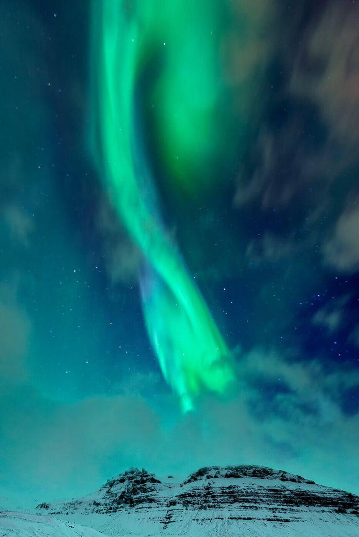 Nachdem Carina in ihrem Beitrag ja schon ausführlich erklärt, was Nordlichter sind und wie du sie am besten findest dachte ich es interessiert vielleicht den ein oder anderen auch, wie man die Nordlichter nicht nur ansieht, sondern wie man auch ein gute Foto der Aurora Borealis bekommt. Die hier ausgeführten Hinweise um Nordlichter zu