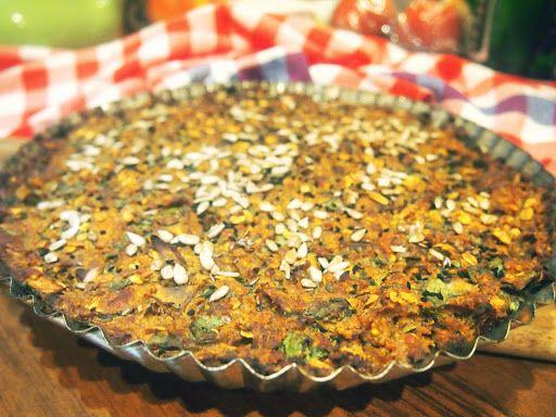 Tarta z kaszy jaglanej, czerwonej soczewicy i pieczarek. Ciekawa opcja na obiad i na kolację w roślinnym wydaniu. Uwielbiam tarty – wystarczy kasza, jakieś warzywa i piekarnik:) Szybko, zdrowo, no i smacznie. Dziś kolejna wersja zapiekanki, która znika zanim wystygnie. Składniki: 0,5 szklanki czerwonej soczewicy 3/4 szklanki kaszy jaglanej 2 łyżki dobrej jakości koncentratu pomidorowego …