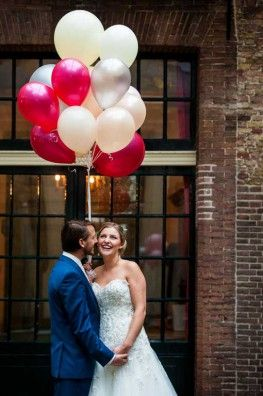 Credits:  Locatie: Slot Assumburg Fotografie: Trouw Trendy Planning & styling: Passionate Weddings Styling & decoratie: Troupe de Luxe Bruidsjurk: De Bruidslakei Trouwpak: Deitmers Mannenmode Hair & make-up: Visagie Baron Ballondecoraties: Balloon Creations