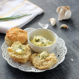 Buttermilk Biscuits with Garlic Chive Butter: Kids Cultiv, Foodies Rejoic, Buttermilk Biscuits, Fingers Food, Baking Foodies, Chive Buttervia, Buttervia Kids, Garlic Chive, Delicious Butter