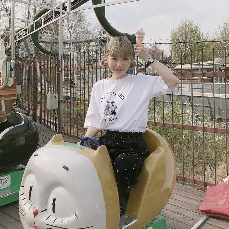 レトロアメカジプリントBOXYTシャツ カジュアルスタイルに欠かせないラウンドネックTシャツ。 ヴィンテージムードたっぷりのレタリングプリントがポイントです! ゆったりした余裕ある着心地に仕上げ、カジュアルさをプラスしました☆ デニムやショーパンとのデイリーでカジュアルなコーデがおすすめ☆ #dejou #koreafashion #ootd #daliy #style #shopping #cute  #selfie #nihon #日本  #ファッション #コーデ #韓国ファッション #今日のコーデ