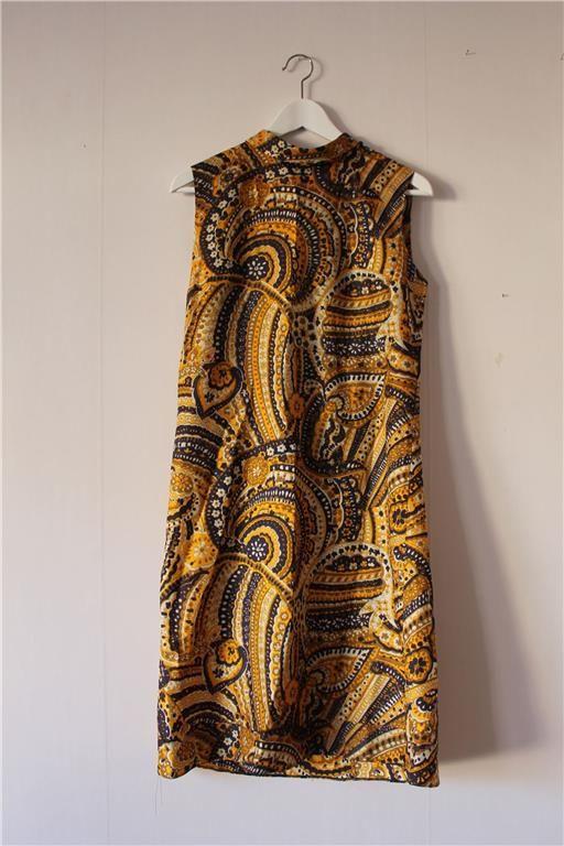 Retro blå/guld paisley 60-tals klänning m kort polokrage. på Tradera.com