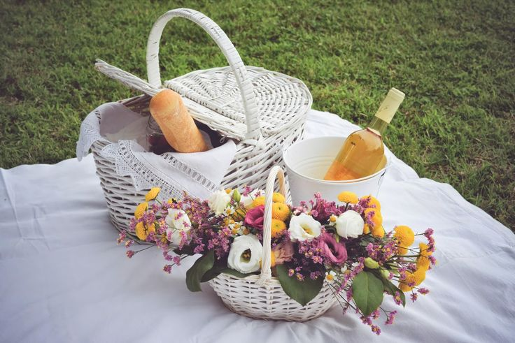 LOVE IS A VINTAGE CHIC WEDDING PIC-NIC - Oui Darling