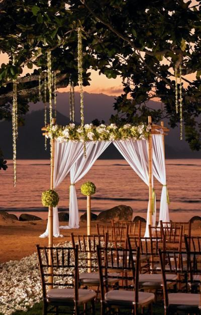 Kauai Luxury Wedding Venue: The St. Regis Princeville