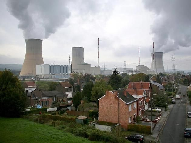 Zahlreiche Menschen für die Stilllegung des Atomkraftwerks Tihange demonstriert.