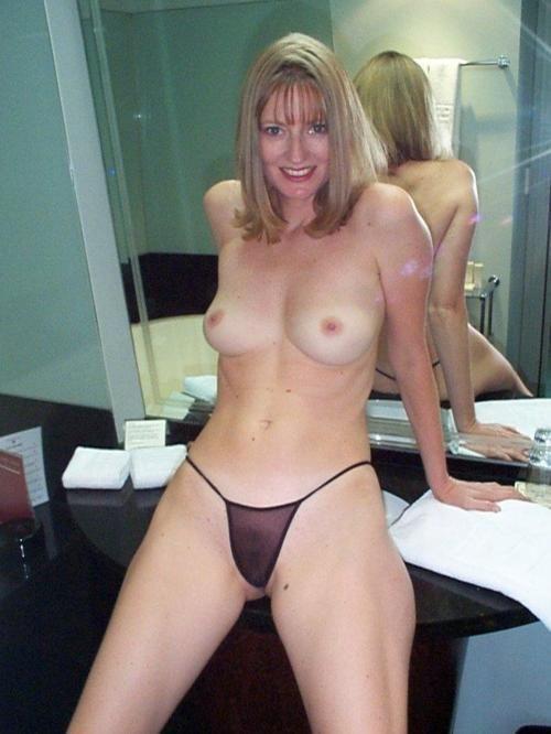 amatuer naked mature woman