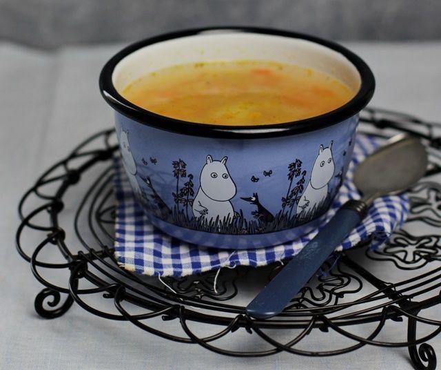 Kolorowy krupnik, pełny pomarańczowej, pysznej marchewki z delikatną kaszą jaglaną. Rozgrzeje mały i większy ;-) brzuszek zimową porą!