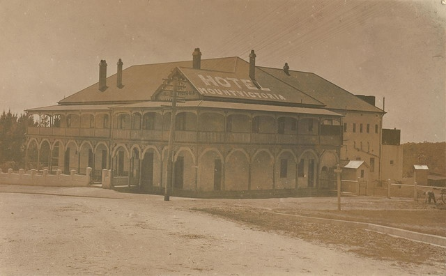 Mount Victoria Hotel in the Blue Mountains. Taken in the 1920s. Now known as the Victoria & Albert.