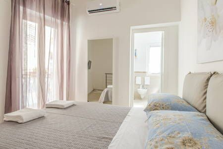 Dai un'occhiata a questo fantastico annuncio su Airbnb: Casa Lea Napoli - Case in affitto a Napoli
