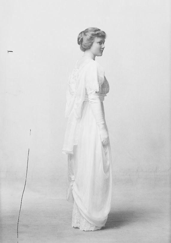 Miss Miller, Junction City, Kansas, 1913