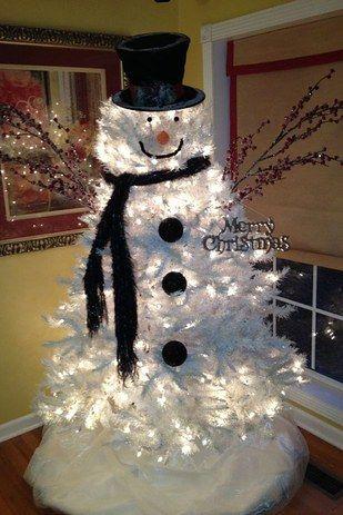 ¿Tienes un arbolito blanco? Conviértelo en un muñeco de nieve. | 18 Ideas súper sencillas para que tengas el mejor arbolito de navidad