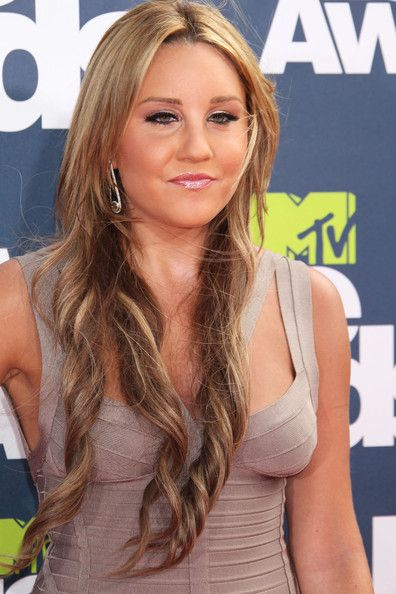 Amanda Bynes Photos Photos - Celebrities attend the 2011 MTV Movie Awards at the…