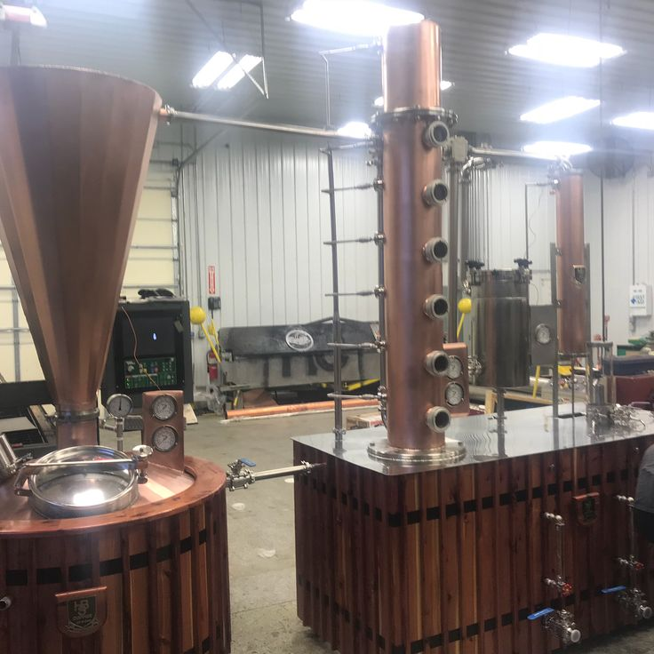 Another job well done by the awesome guys @hbscopper  Im always so proud of what they have done I push the hell out of them to be better and they always are.  2 500 gallon systems coming up in the next few months.  Keep your eye out for them.  #copper #copperporn #copperart #distilling #whiskey #rye #bourbon #kentucky #kentuckybourbon #vodka #gin #rum #drinkmorerum #cedar #cedarwoodwork #welding #fabrication