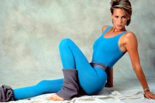 Jamie Lee curtis, o filme Perfect de 1985. A lycra e cores vivos, nos anos 80 a roupa de fitness, saiu do gynasio para a rua.
