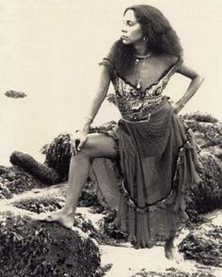 """Gal Costa para o lançamento do disco """"Caras e Bocas"""", em 1977 Foto :Marisa Alvares Lima"""