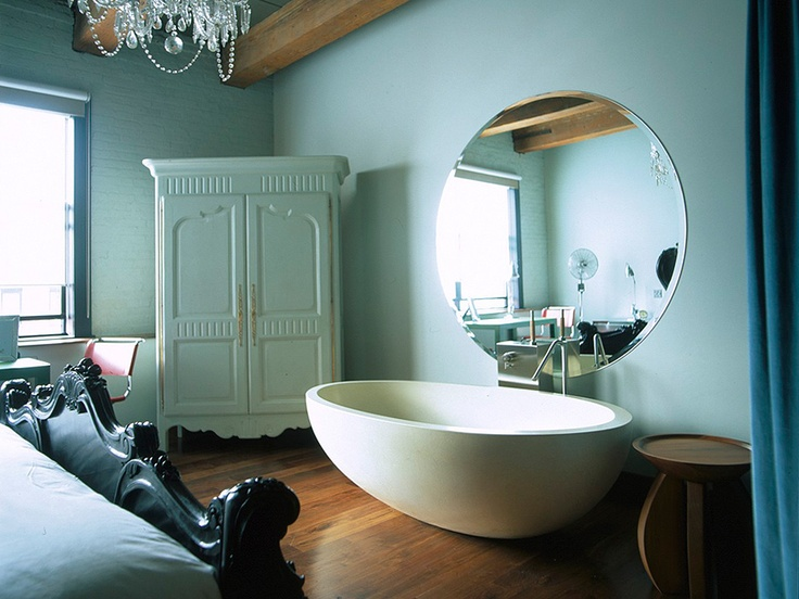 a VERY nice freestanding oval bath tub. - Retox Pinterest picks, RetoxMagazine.com