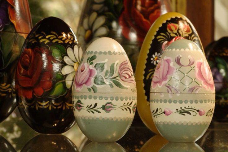 Ovos decorativos Mundo da Arte Atelier Bauernmalerei e Zhostovo