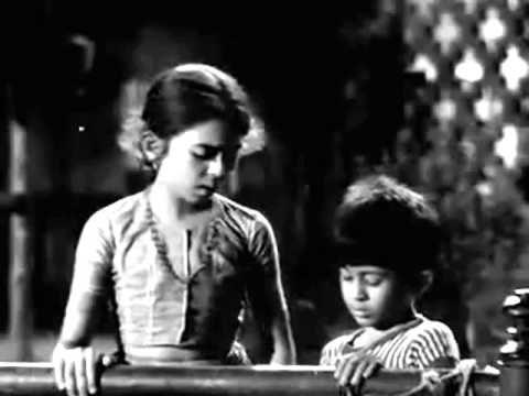 aaj kal me dhal gaya..Lata_Rafi_Shailendra_S J _Beti Bete1964..a tribute आज कल में ढल गया, दिन हुआ तमाम तू भी सो जा, सो गयी रंगभरी शाम सो गया चमन चमन, सो गयी कली कली सो गए हैं सब नगर, सो गयी गली गली नींद कह रही है चल मेरी बाहें थाम तू भी सो जा ... है बुझा बुझा सा दिल, बोझ सांस सांस पर जी रहे हैं फिर भी हम, सिर्फ कल की आस पर कह रही है चांदनी ले के तेरा नाम तू भी सो जा ... कौन आयेगा इधर, किसकी राह देखे हम जिन की आहटे सूनी,जाने किसके थे कदम अपना कोइ भी नहीं, अपने हैं तो राम तू भी सो जा ...