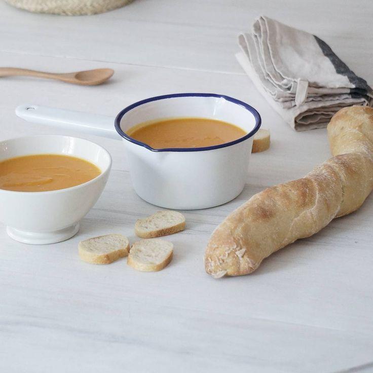 Soupe d'automne pour ce soir, velouté de butternut, oignons, huile d'olive et petits croutons grillés..hum!🍂