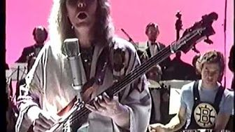 Steve Howe & Chris Squire Old Grey Whistle Test 1975 Part 1 of 2 - YouTube