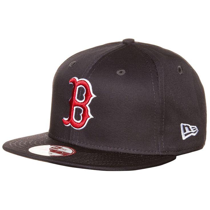 9FIFTY MLB Boston Red Sox Snapback Cap Diese Snapback aus dem Hause New Era vereint Style und Fanzugehörigkeit in einem und rundet dein Outfit perfekt ab. Ein aufgesticktes Teamlogo vorne bringt deine Zugehörigkeit zu den Boston Red Sox zum Ausdruck. Die Cap lässt sich durch einen Clipverschluss problemlos je nach Kopfform ideal einstellen. Geschlecht: Herren, Damen Material: 100% Ba...