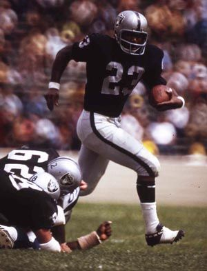 Charlie Smith – RB – 1968-74 Smith (pictured) played in 91 games with the Raiders with 65 starts. He carried the ball 858 times for 3,351 yards and 24 TDs. He also caught 141 passes for 1,596 yards and 10 TDs. He returned 22 kickoffs for 437 yards. Smith was a key factor in some fantastic games including the Heidi Bowl. He is the 11th leading rusher in team history