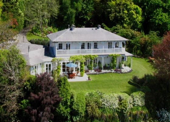 Stunning Colonial Luxury - West Wellow Lodge in Acacia Bay, Lake Taupo   Bookabach/19051