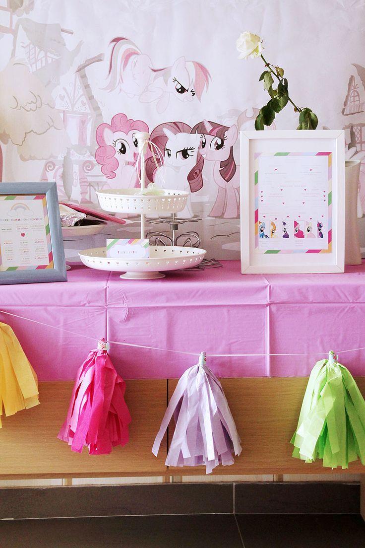 Το πάρτι μας με θέμα «My little pony» ήταν πολύχρωμο, μαγικό και κεφάτο. Είχε ουράνια τόξα και συννεφάκια με χρωματιστή βροχή. Είχε μονόκερους, φτερωτά αλογάκια και χαριτωμένα πόνυ.